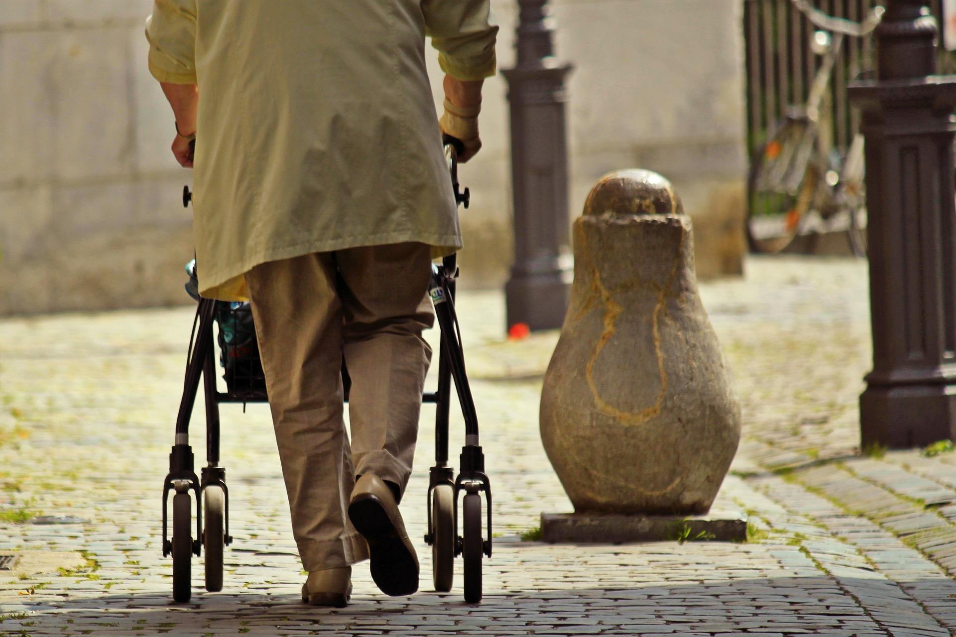 favorecer la autonomía de las personas mayores,