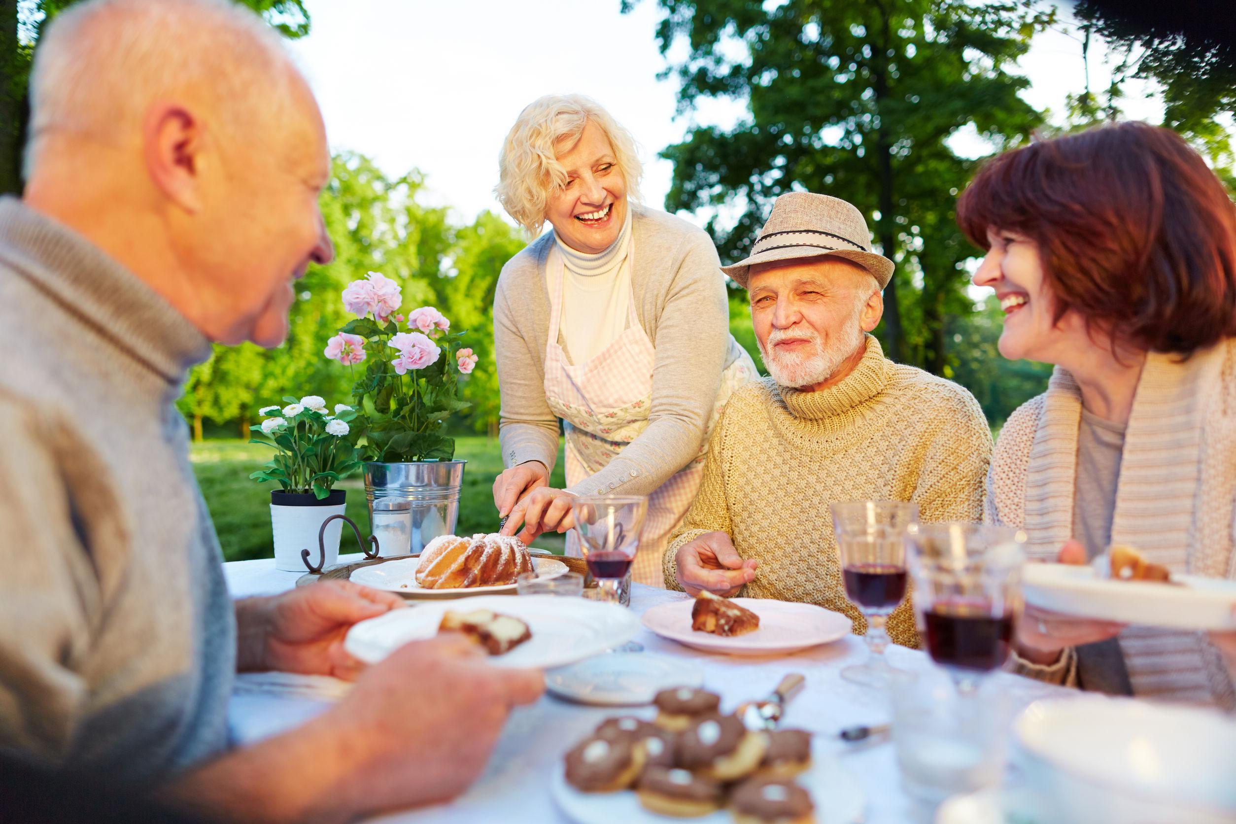 Beneficios socializar en tercera edad - Geriatel