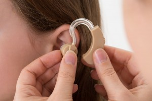 Cómo cuidar los audífonos