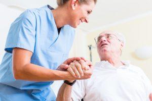 cualidades de un buen cuidador de ancianos